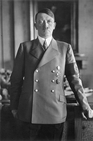 Hitler Bundesarchiv_Bild_183-H1216-0